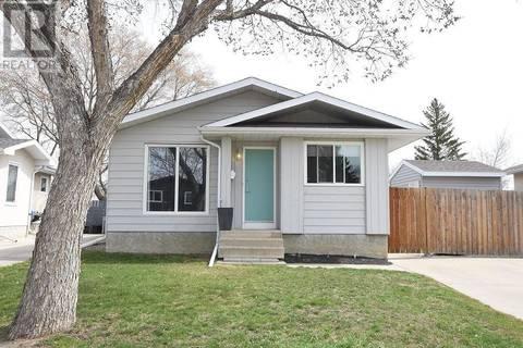House for sale at 811 Battel St N Regina Saskatchewan - MLS: SK768850