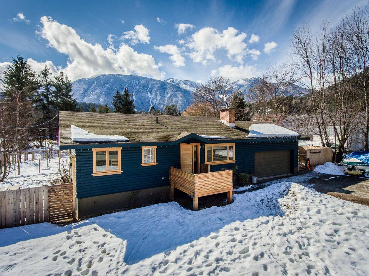House for sale at 811 C Avenue  Kaslo British Columbia - MLS: 2450882