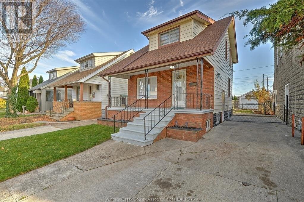 House for sale at 811 Elliott  Windsor Ontario - MLS: 20015260