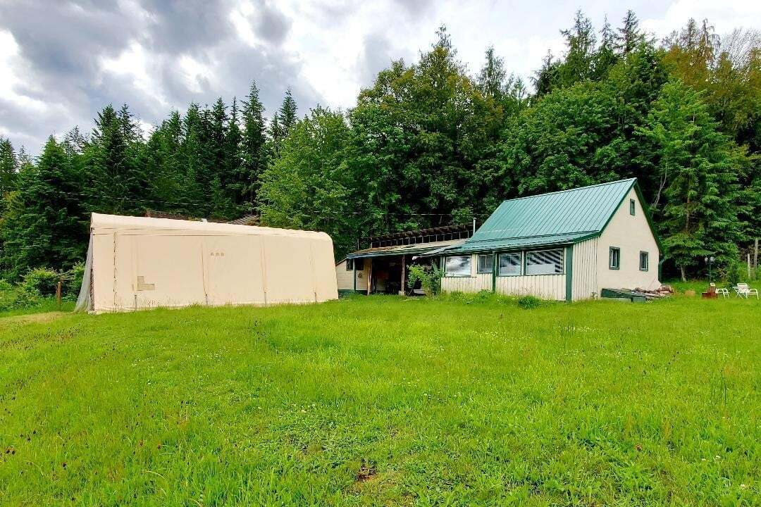 House for sale at 8114 Proctor E Road  Procter British Columbia - MLS: 2452560