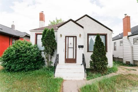 House for sale at 812 3rd Ave N Saskatoon Saskatchewan - MLS: SK803800