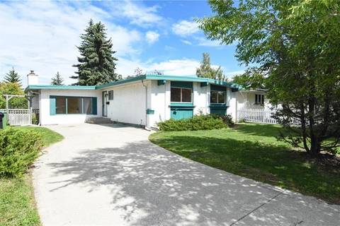 House for sale at 812 Canterbury Dr Southwest Calgary Alberta - MLS: C4257957
