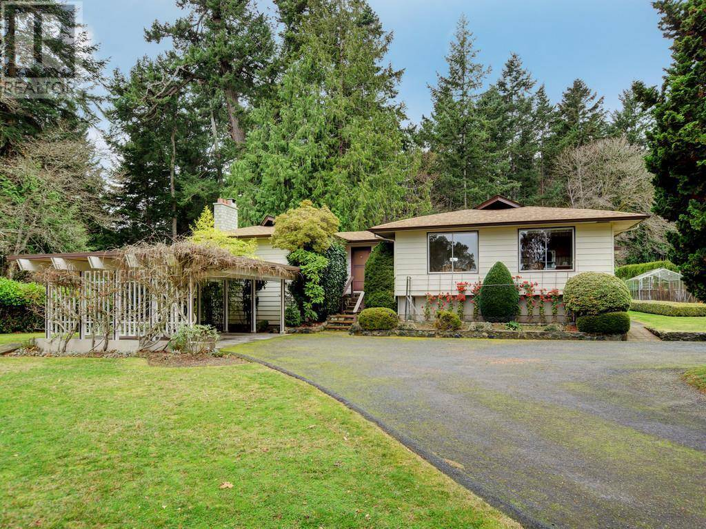 House for sale at 813 Del Monte Ln Saanich East British Columbia - MLS: 419315