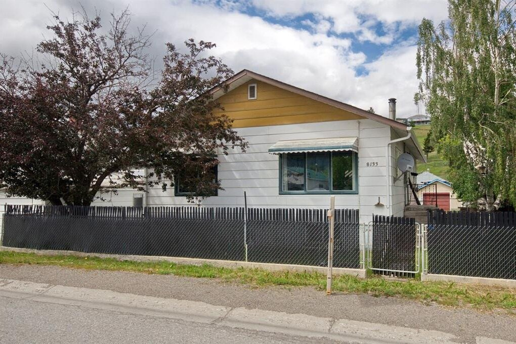 House for sale at 8133 20th Ave West Crowsnest Pass Alberta - MLS: A1008090