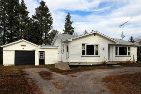 House for sale at 815 County Rd 8 Rd Kawartha Lakes Ontario - MLS: X4988024