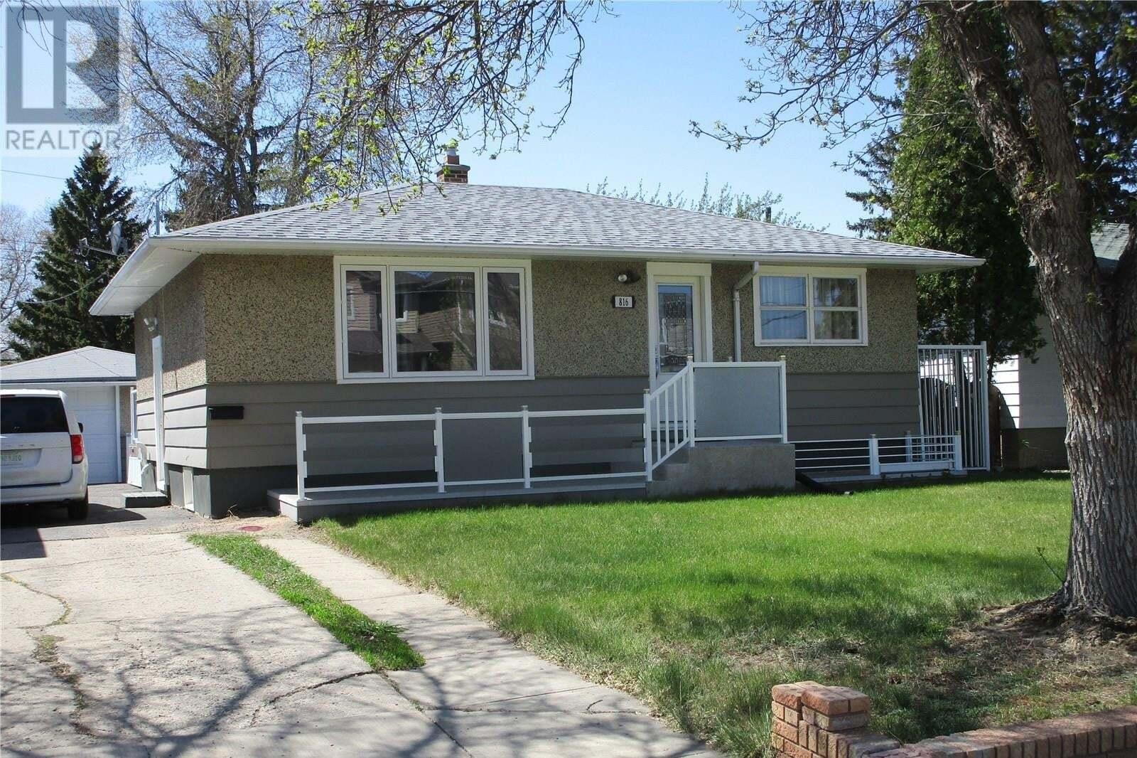 House for sale at 816 Connaught St Regina Saskatchewan - MLS: SK809473