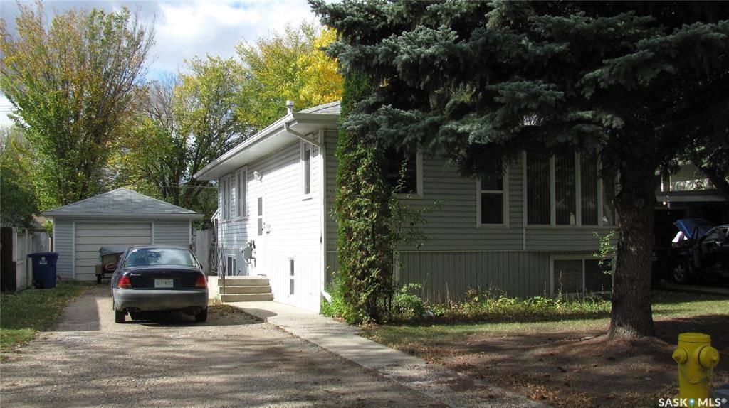 House for sale at 817 U Ave N Saskatoon Saskatchewan - MLS: SK787504