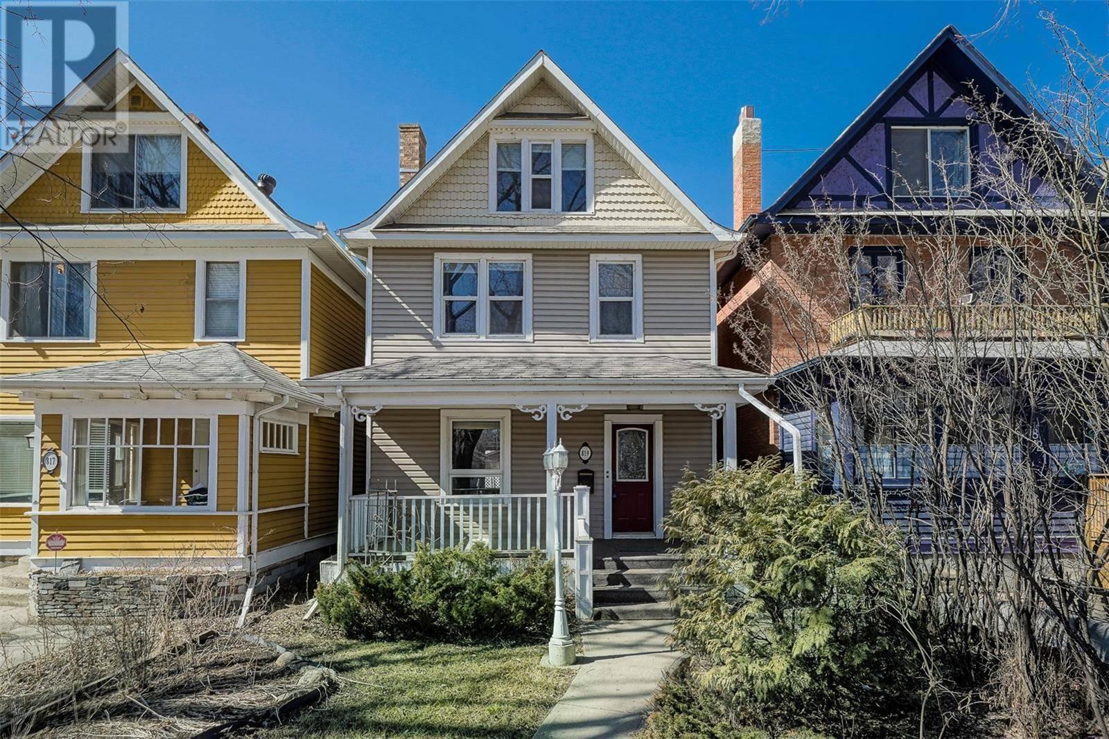 House for sale at 819 7th Ave N Saskatoon Saskatchewan - MLS: SK783194
