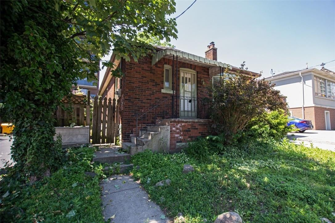 House for rent at 82 Forest Ave Hamilton Ontario - MLS: H4082696