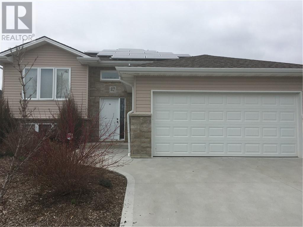 For Sale: 82 Golfview Drive, Kingsville, ON | 2 Bed, 3 Bath House for $299,900. See 23 photos!