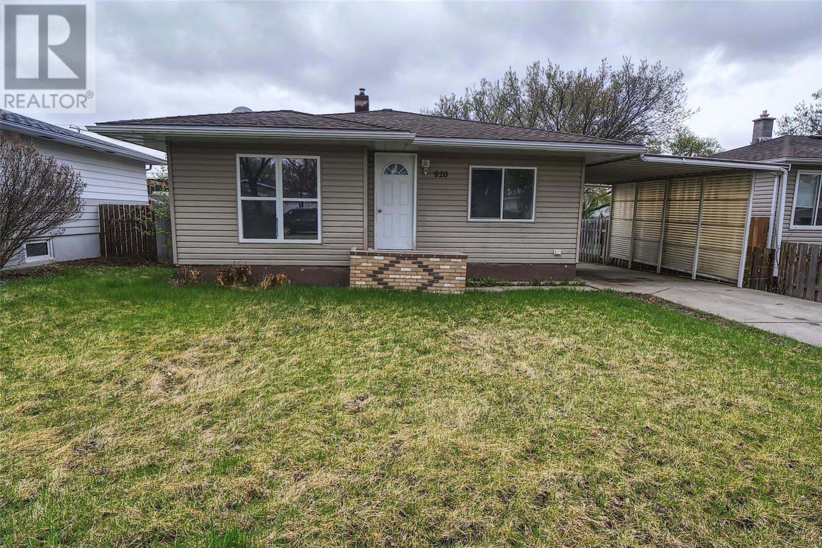 House for sale at 820 Duffield St W Moose Jaw Saskatchewan - MLS: SK810365