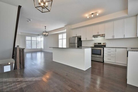 Townhouse for rent at 8200 Pine Valley Dr Vaughan Ontario - MLS: N5002194