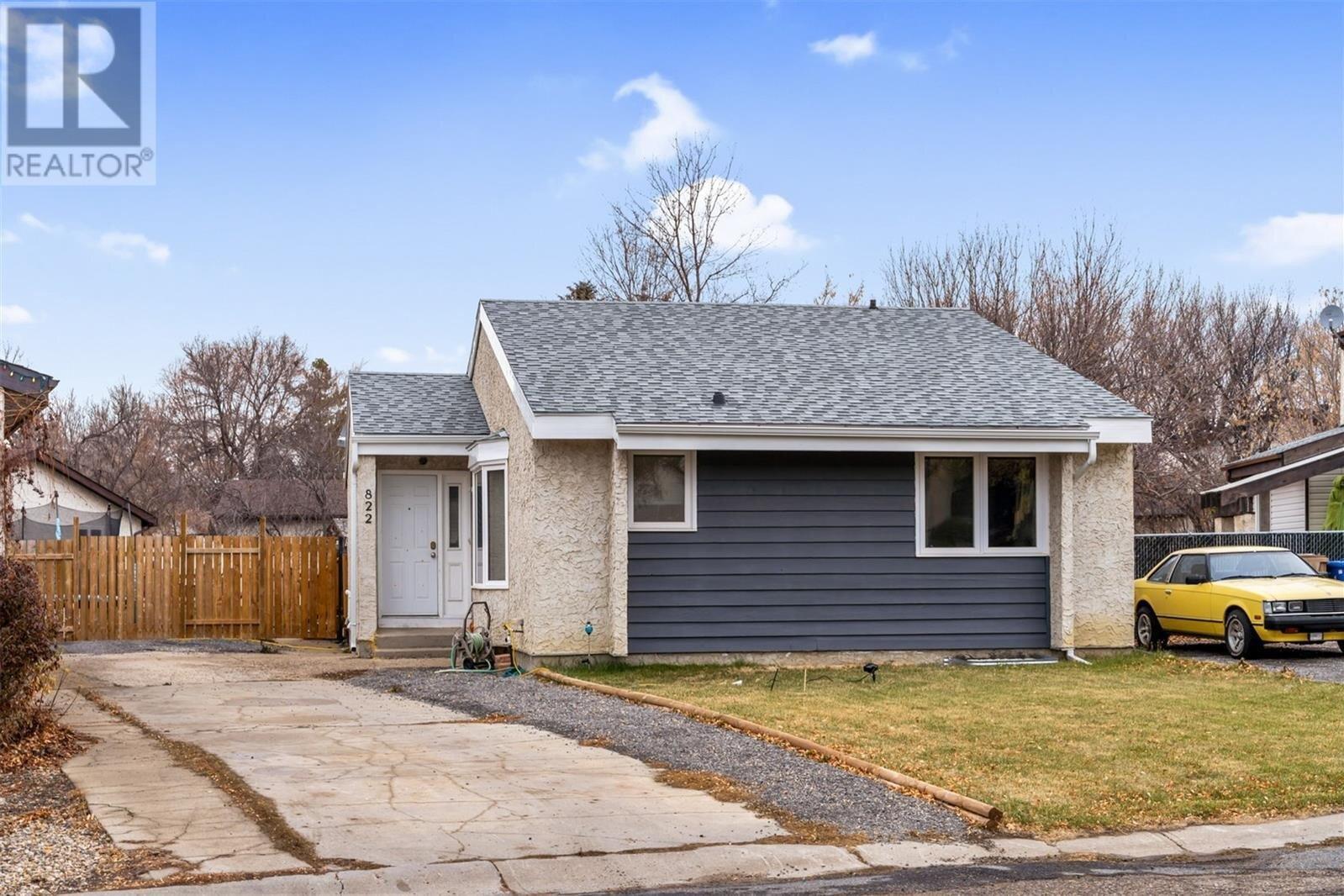 House for sale at 822 Athlone Ct N Regina Saskatchewan - MLS: SK831730