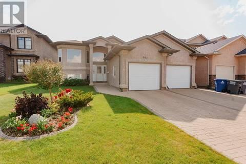 House for sale at 822 Beechdale Cres Saskatoon Saskatchewan - MLS: SK779898