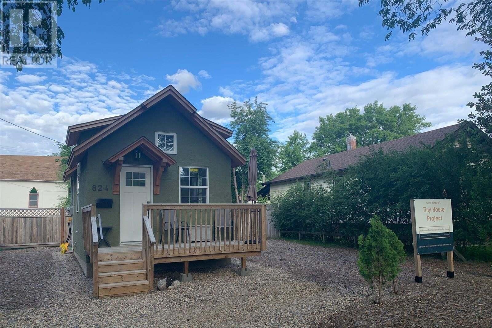 House for sale at 824 F Ave N Saskatoon Saskatchewan - MLS: SK813816