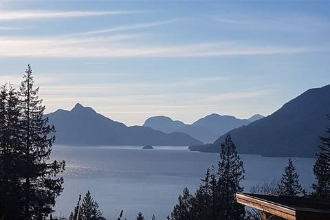 Residential property for sale at 824 Minaty Ln Squamish British Columbia - MLS: R2333327