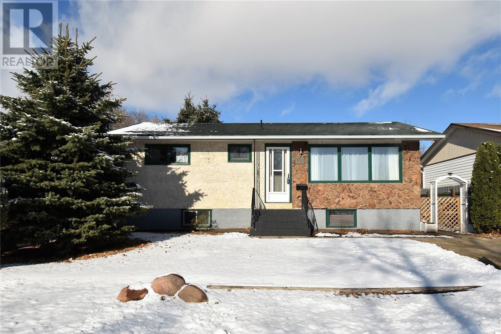 House for sale at 825 Henry St Estevan Saskatchewan - MLS: SK831292