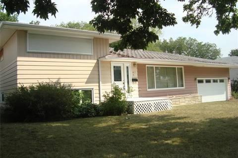 House for sale at 827 10th Ave NE Swift Current Saskatchewan - MLS: SK771973
