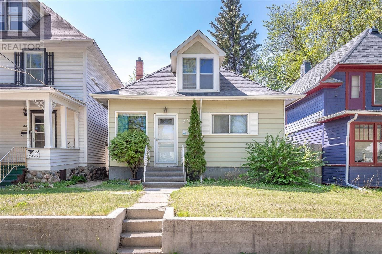 House for sale at 830 10th St E Saskatoon Saskatchewan - MLS: SK783732