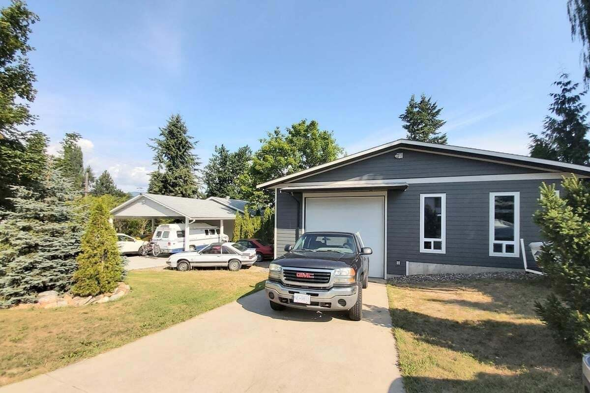 House for sale at 830 30th St Southeast Salmon Arm British Columbia - MLS: 10216829