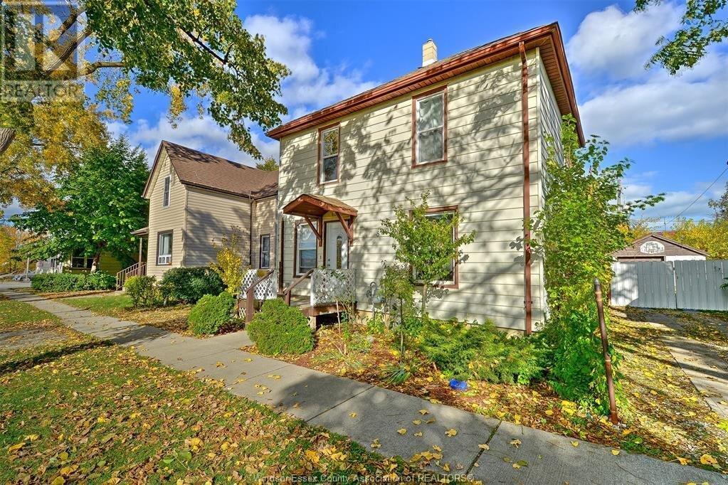 House for sale at 830 St. Luke  Windsor Ontario - MLS: 20014323