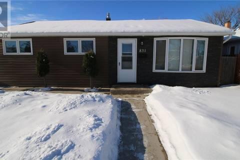 House for sale at 831 S Ave N Saskatoon Saskatchewan - MLS: SK798288