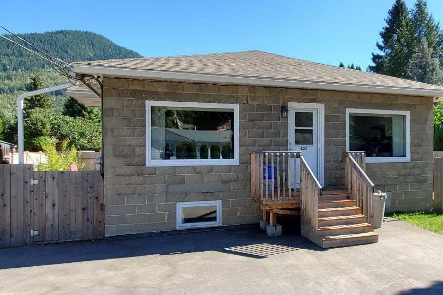 House for sale at 835 10th Ave Montrose British Columbia - MLS: 2454306