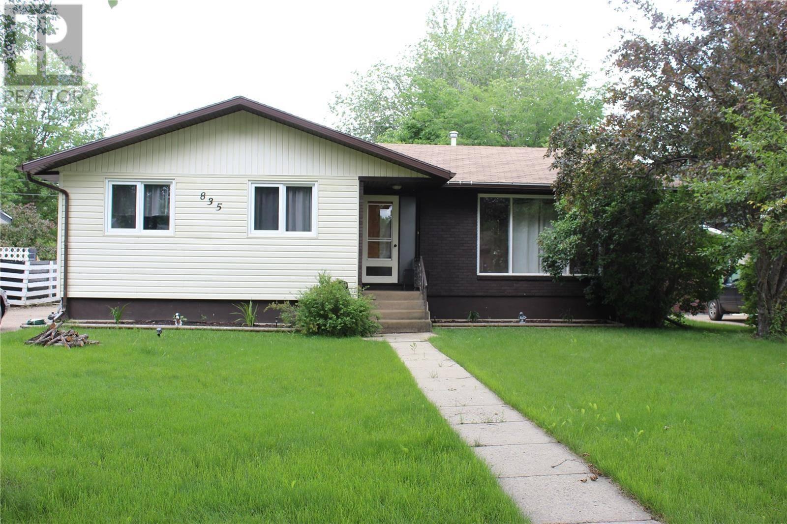 House for sale at 835 3rd St E Shaunavon Saskatchewan - MLS: SK760086
