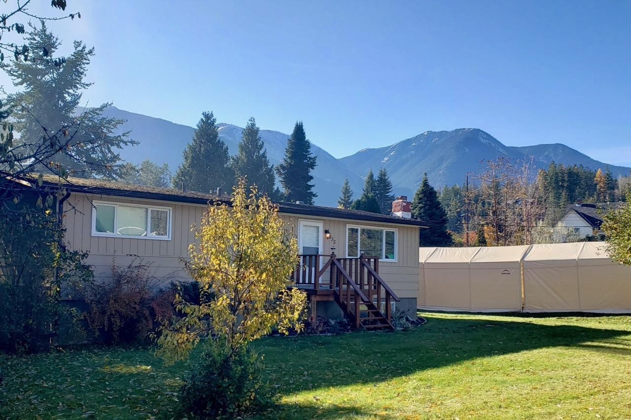 House for sale at 835 Langley Ave Kaslo Alberta - MLS: 2455069