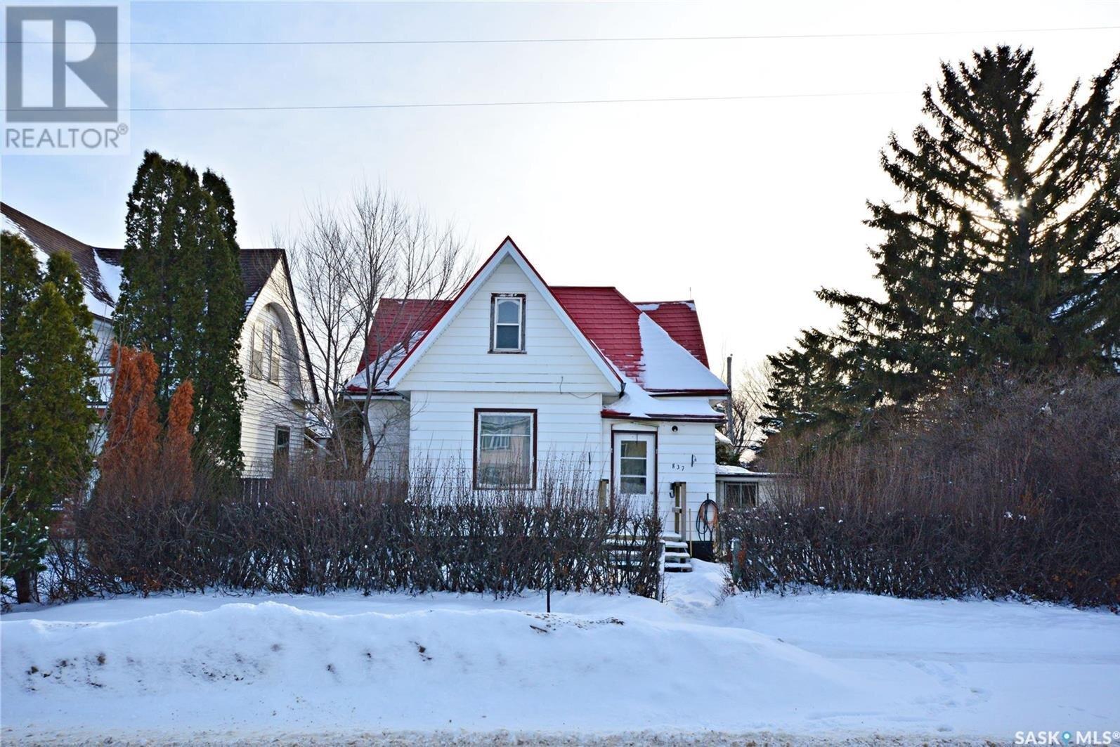 House for sale at 837 Athabasca St W Moose Jaw Saskatchewan - MLS: SK827311