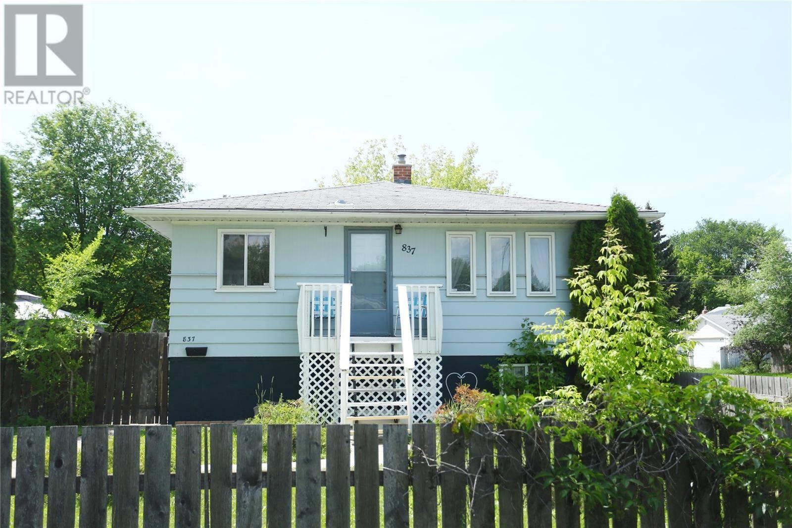 House for sale at 837 K Ave N Saskatoon Saskatchewan - MLS: SK789769