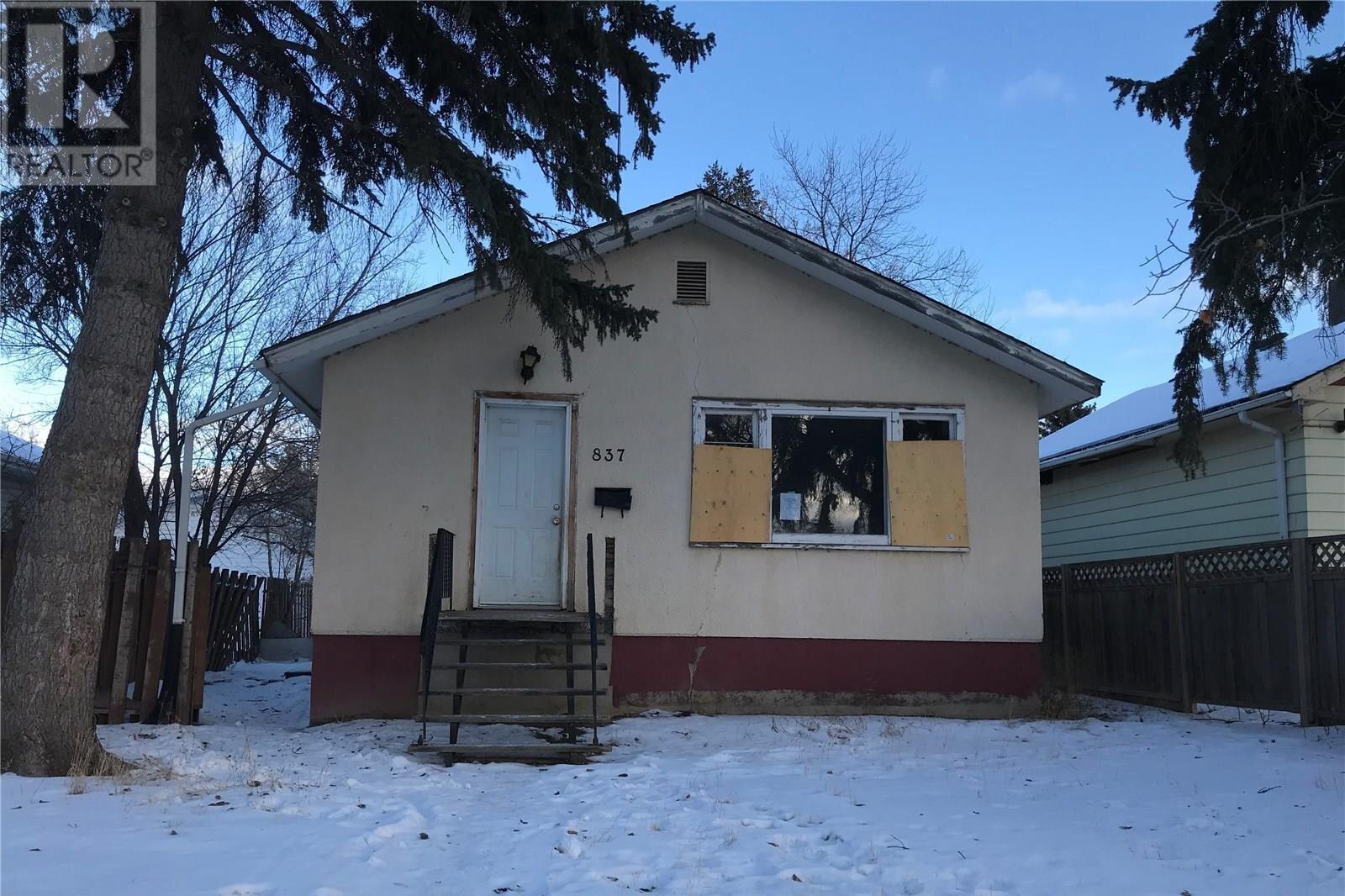 House for sale at 837 Mctavish St Regina Saskatchewan - MLS: SK834880