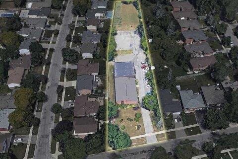 Residential property for sale at 84 Old Burnhamthorpe Rd Toronto Ontario - MLS: W5088796