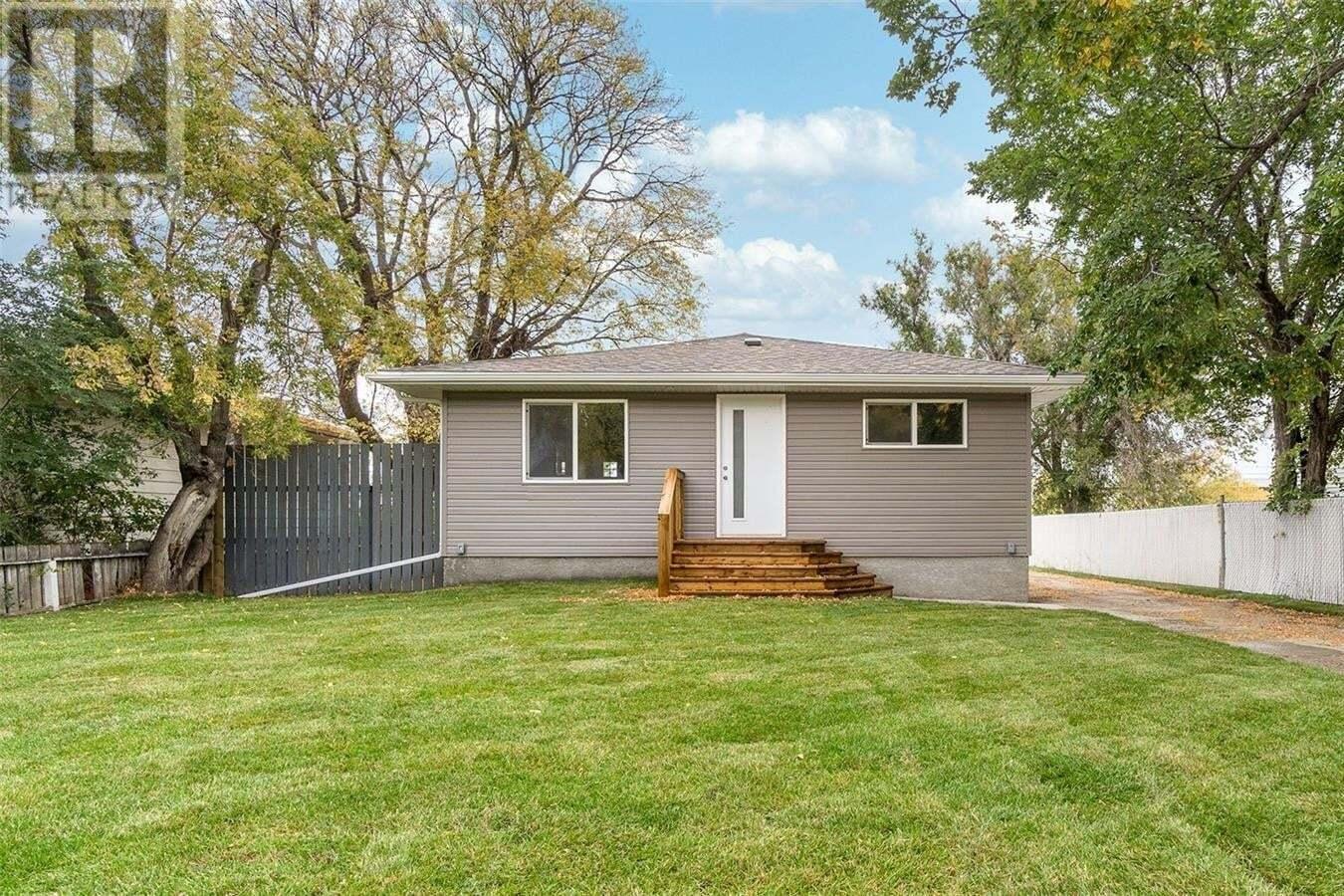 House for sale at 840 Coteau St W Moose Jaw Saskatchewan - MLS: SK827895