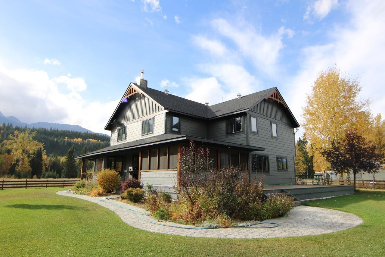 House for sale at 841 Canyon Creek Rd Golden British Columbia - MLS: 2455219