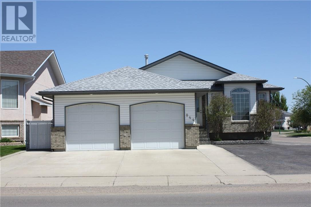 For Sale: 844 Ross Glen Drive Se, Medicine Hat, AB | 3 Bed, 2 Bath House for $342,900. See 30 photos!