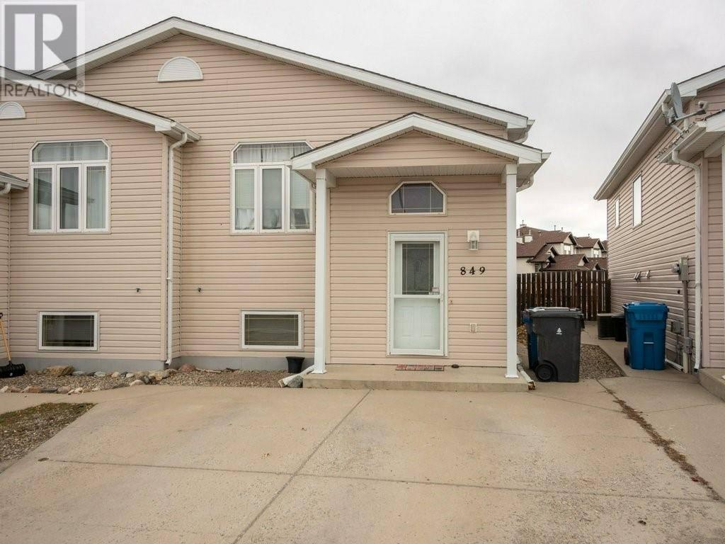 Townhouse for sale at 849 Blackfoot Te W Lethbridge Alberta - MLS: ld0184486