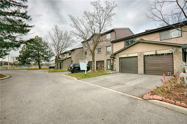 For Sale: 85 - 1131 Sandhurst Circle, Toronto, ON | 3 Bed, 2 Bath Townhouse for $499,000. See 20 photos!