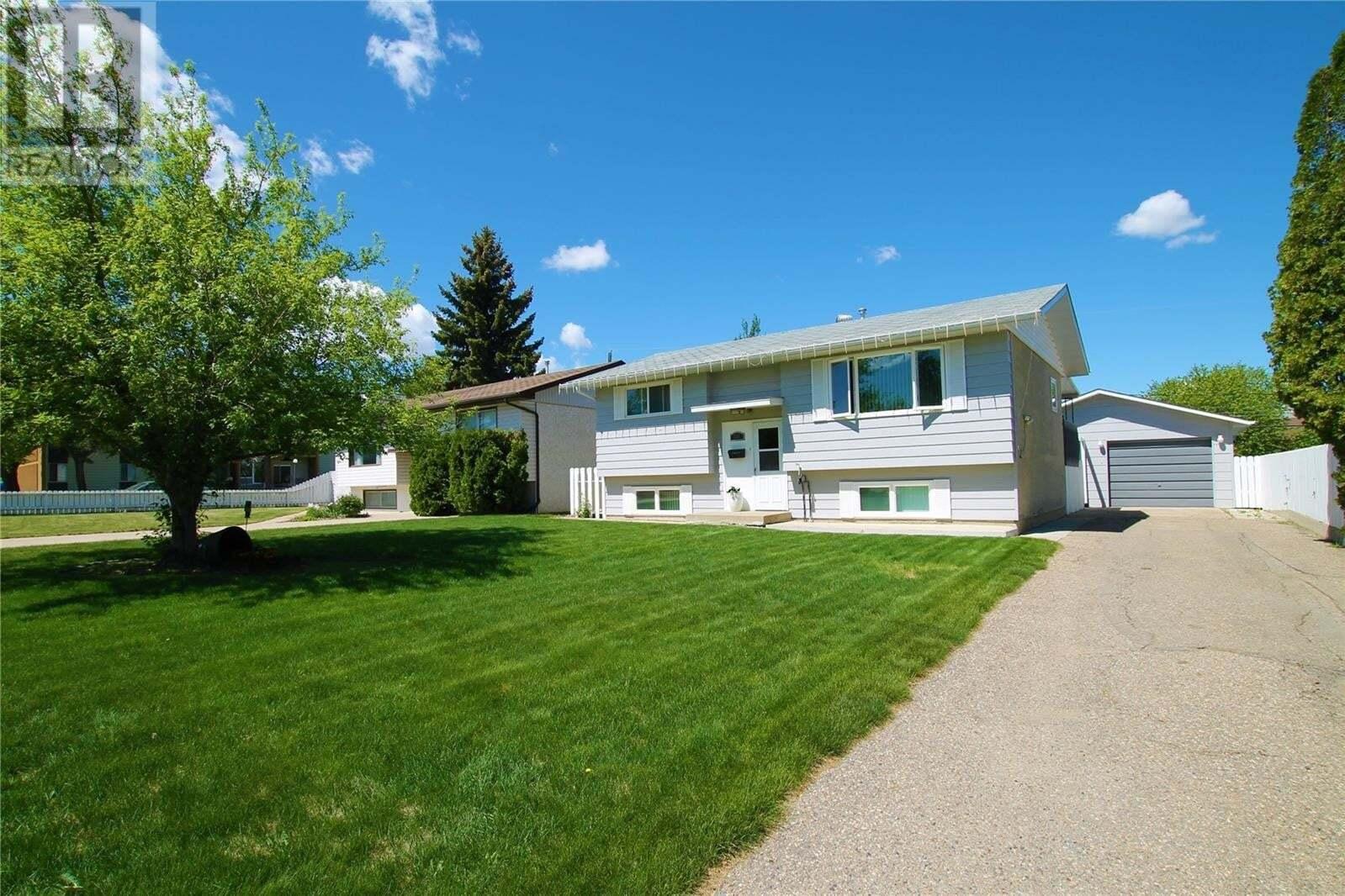 House for sale at 850 2nd Ave SE Swift Current Saskatchewan - MLS: SK810633