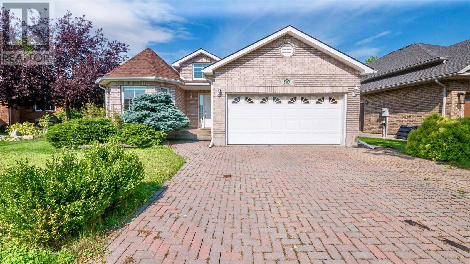 House for sale at 850 Hacienda  Windsor Ontario - MLS: 19025406