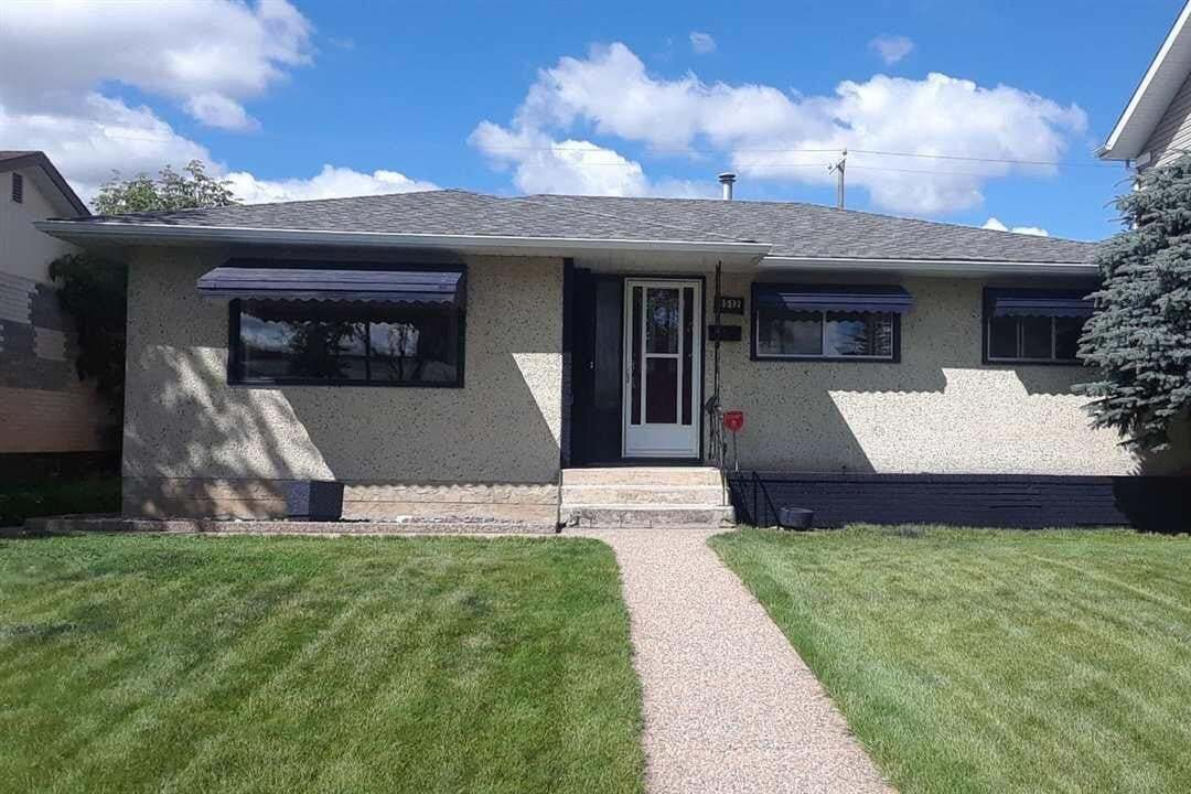 House for sale at 8512 68a St NW Edmonton Alberta - MLS: E4200248