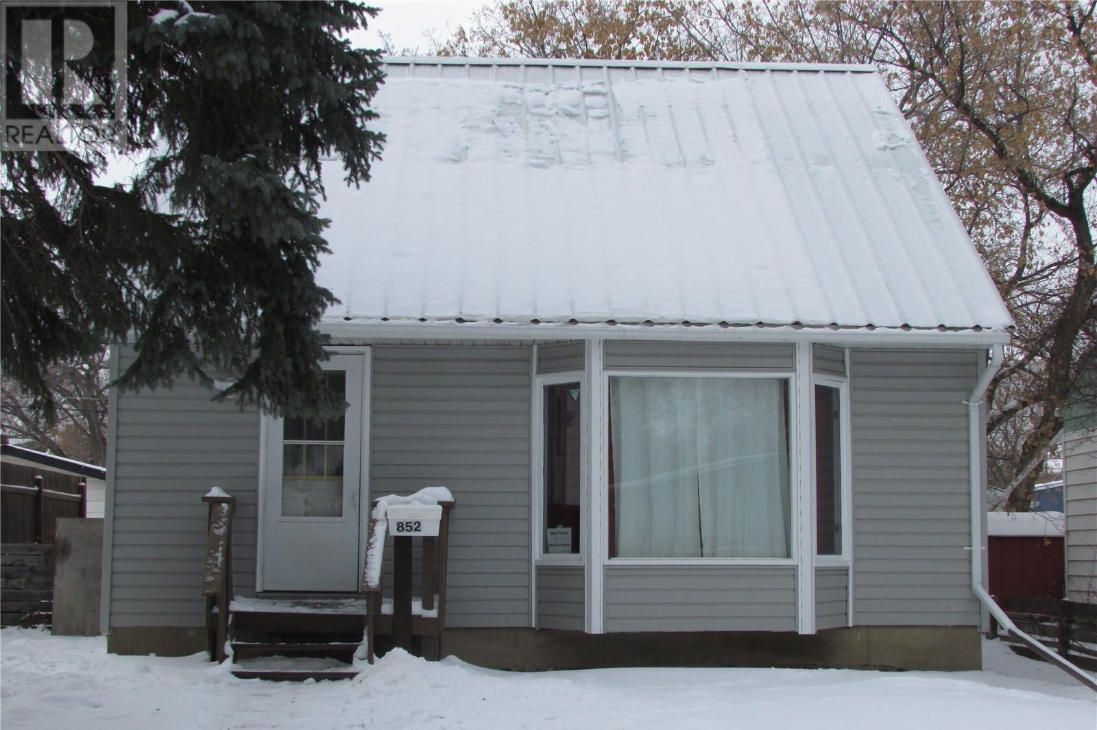 House for sale at 852 Queen St Regina Saskatchewan - MLS: SK833920
