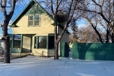 House for sale at 858 8th Ave NW Moose Jaw Saskatchewan - MLS: SK797639