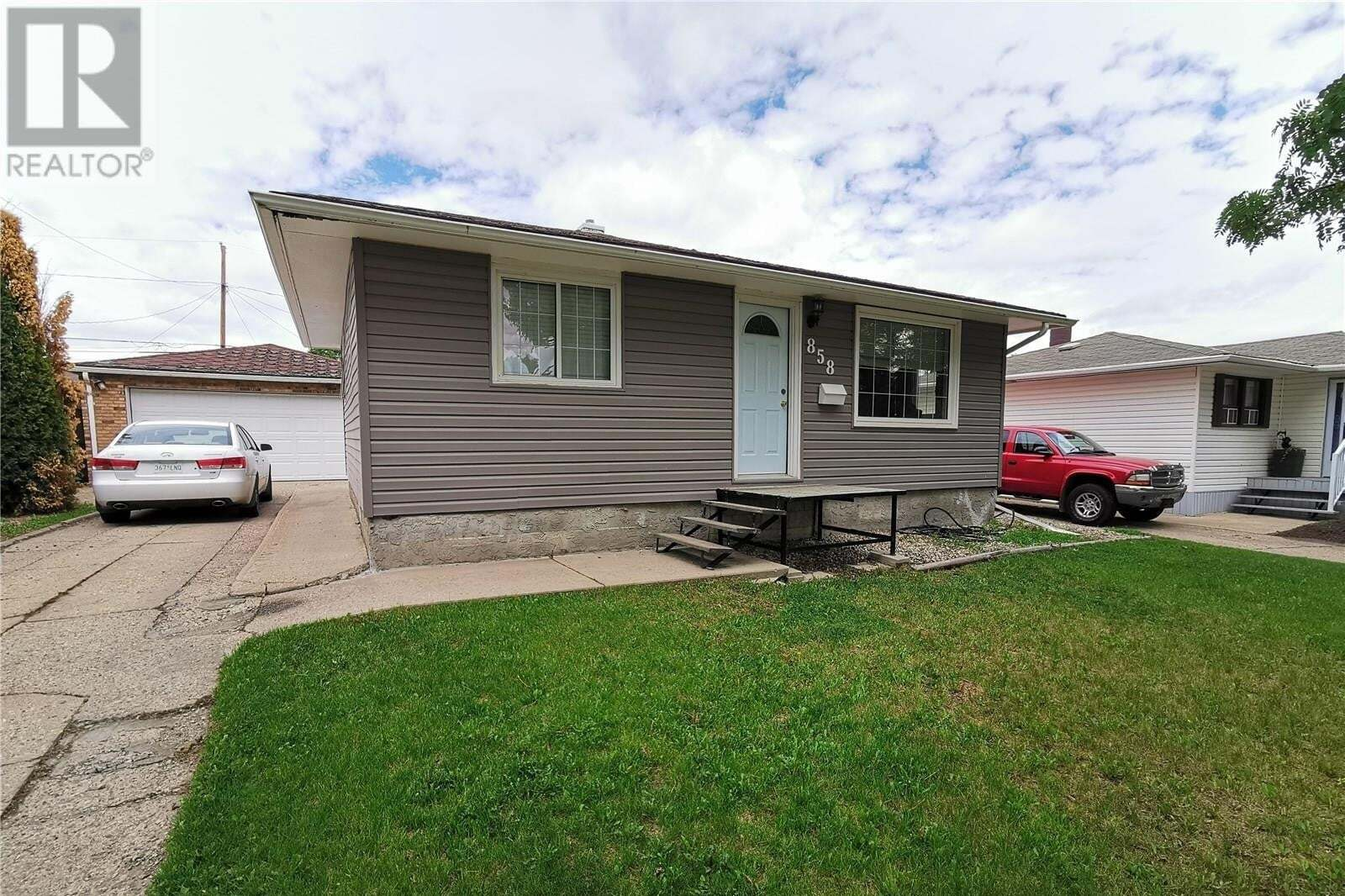 House for sale at 858 Stadacona St W Moose Jaw Saskatchewan - MLS: SK813978