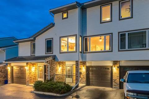 Townhouse for sale at 86 Coachway Garden(s) Southwest Calgary Alberta - MLS: C4257080