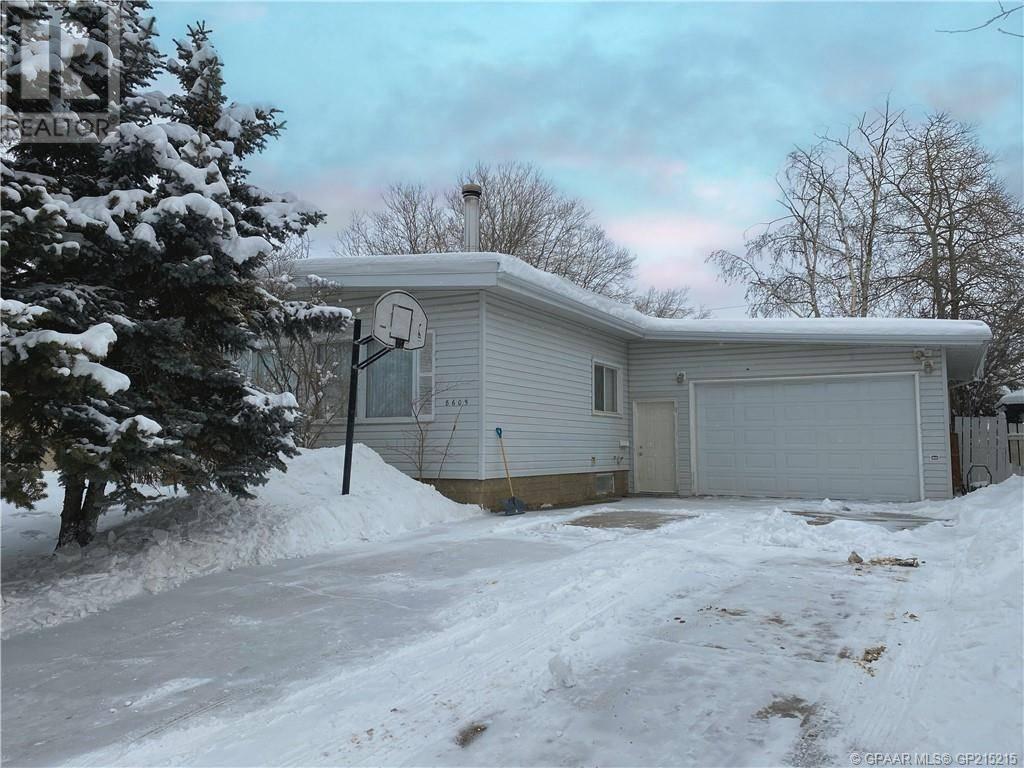 House for sale at 8605 99 St Grande Prairie Alberta - MLS: GP215215