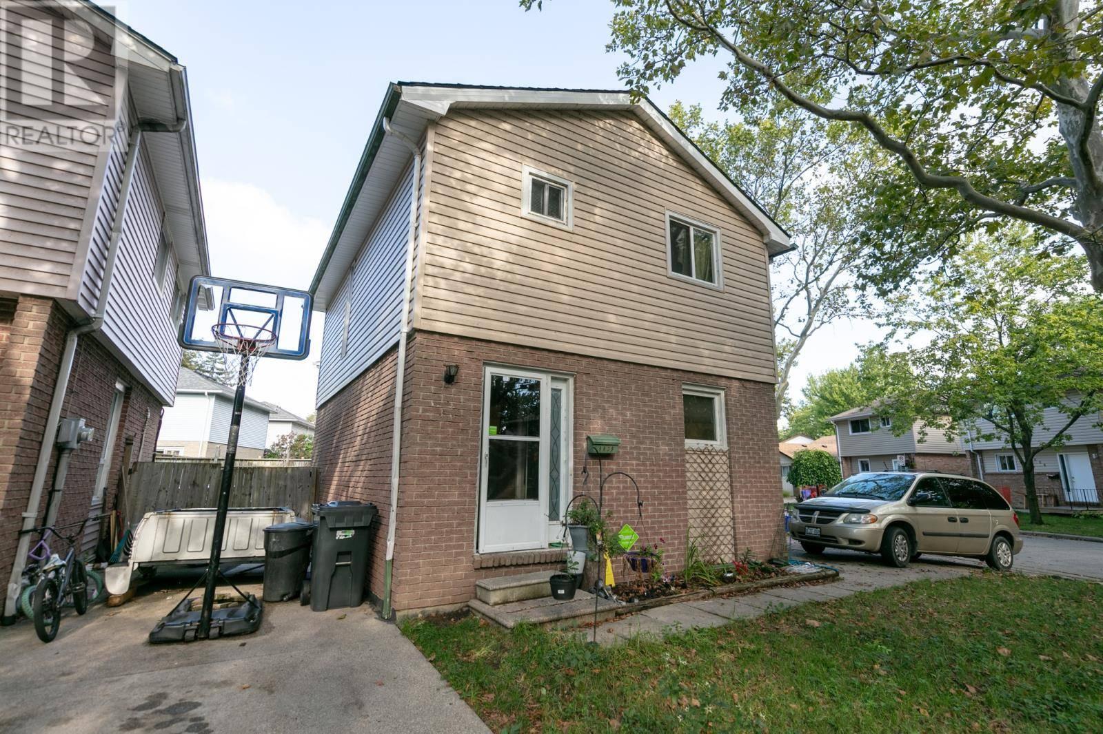 House for sale at 8639 Darlington  Windsor Ontario - MLS: 19025535