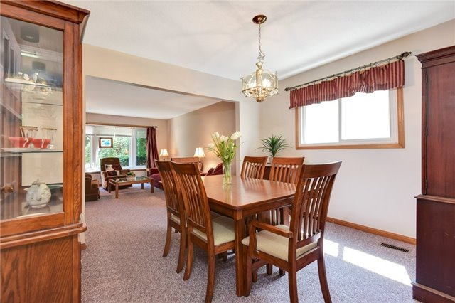 For Sale: 865 Sparrow Road, Newmarket, ON | 4 Bed, 4 Bath House for $800,000. See 20 photos!