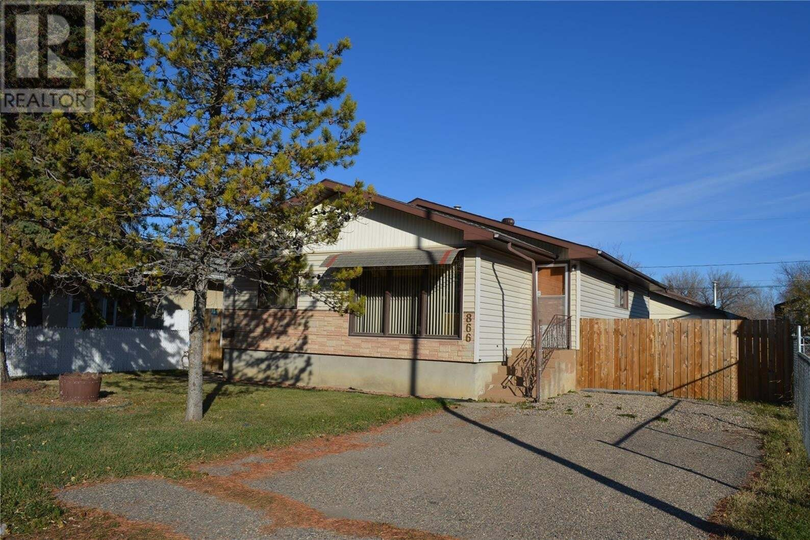 House for sale at 866 16th St W Prince Albert Saskatchewan - MLS: SK830689