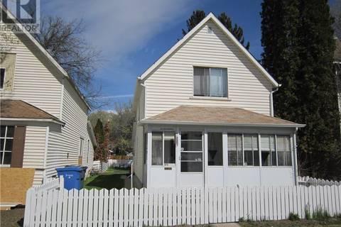 House for sale at 870 Balmoral St Se Medicine Hat Alberta - MLS: mh0165710